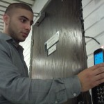 Derawi holding the Nexus S to the NFC-reader (ACR122)